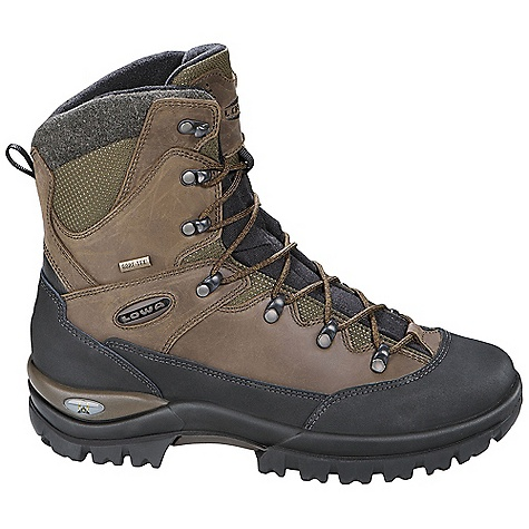 photo: Lowa Creek II GTX winter boot