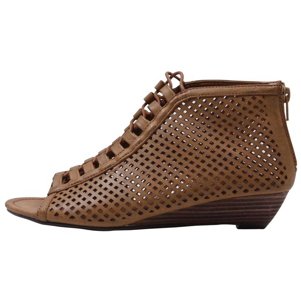 Volatile Barcelona Sandals - Women - ShoeBacca.com