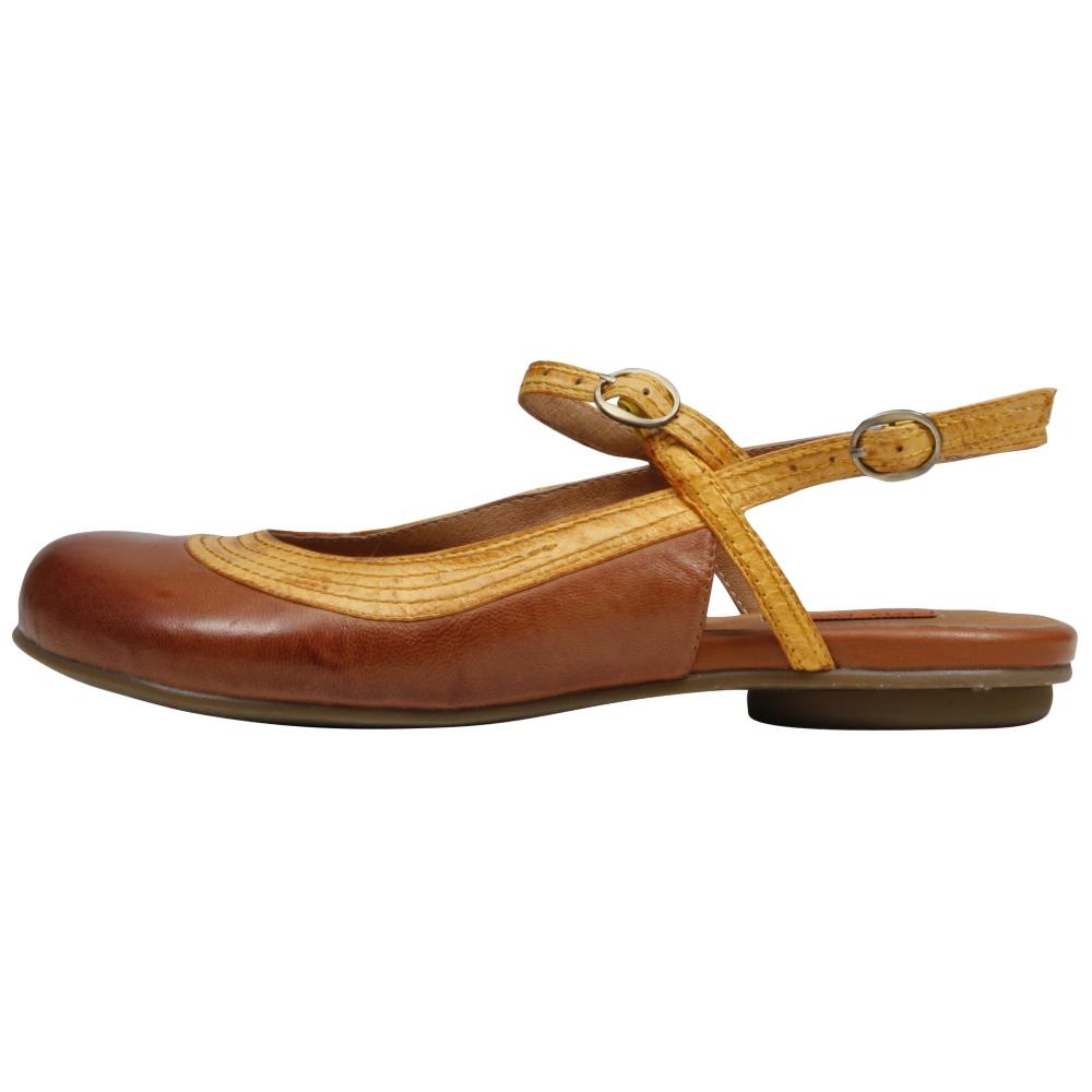 Miz Mooz Dakota Flats Shoe - Women - ShoeBacca.com