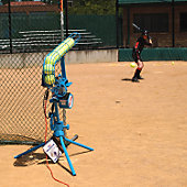 JUGS LITE FLITE PITCHING MACHINE SOFTBALL FEEDER