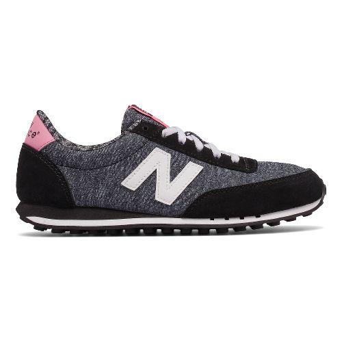 Womens New Balance 410 Casual Shoe - Black/White 7.5