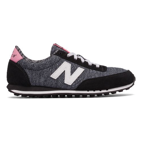 Womens New Balance 410 Casual Shoe - Black/White 9.5