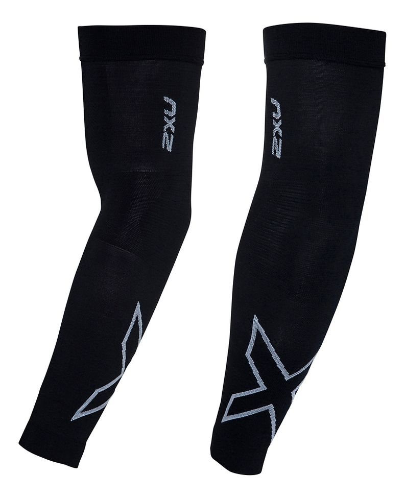 2XU® Compression Flex Arm Sleeve :: The latest 2XU® Compression Flex Arm Sleeve uses a seamless construction throughout, and features a flexible articulated panel zone for freedom of movement through the elbow. Using powerful 250D yarns, this is the ultimate graduated sleeve for those seeking the greater powered compression for muscle stabilization and the fastest recovery. Sold as single.   This web exclusive item ships separately within the continental U.S. only. You can count on this item to ship in 3-5 business days!