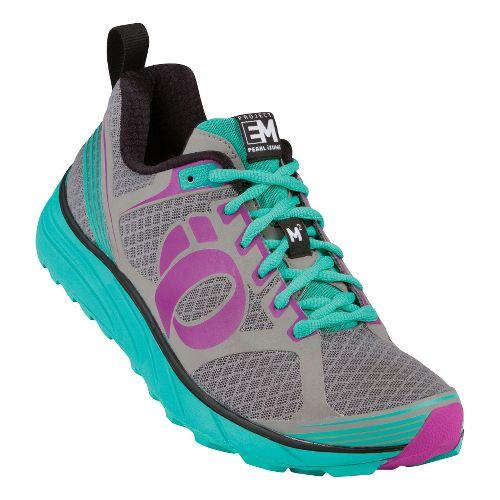 Womens Pearl Izumi EM Trail M 2 Trail Running Shoe - Grey/Black 5