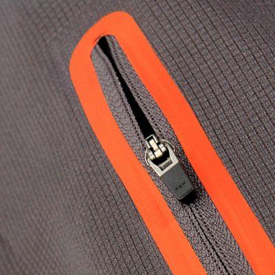 Welded sleeve / arm pocket detail